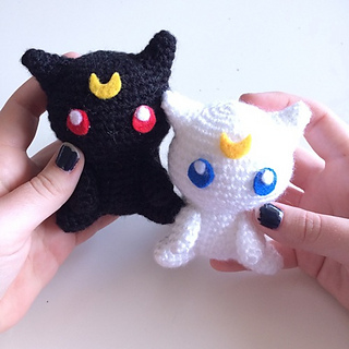 Amigurumi Sailor Moon Luna : Ravelry: Luna and Artemis Amigurumi pattern by Clare Heesh