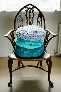 Pebble_cushion_01_small2