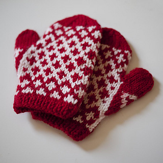 Mitsy_mittens3_kd_900px_small2