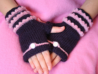 Fairytale_fingerless_mitts_004_small2