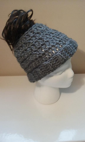 Messy Chunky Beach Waves Easy Tutorial: Ravelry: Chunky Messy Bun Hat Pattern By Amykins Creations