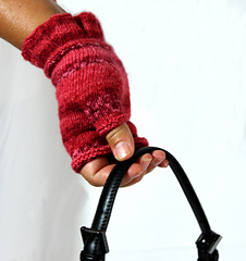 Lady_gloves_white_backrav_small