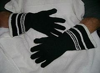 Knitting Pattern Gauntlet Gloves : Ravelry: Medieval Gauntlet Gloves pattern by Anne DesMoines