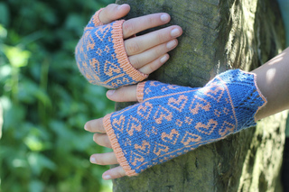 Sweetheart_mitts_1_small2