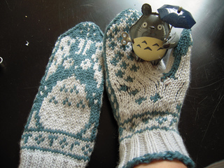 Totoro_mitts_6_small2