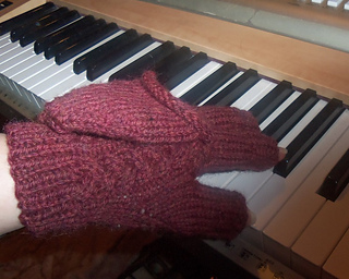 Treble_braided_convertible_mitts_2014_photo_small2