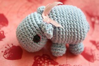 Amigurumi_crocheted_hippo_pattern_small2
