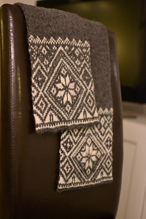 Norwegian_snowflake_scarf_01_small2