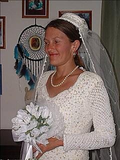 Brendas_wedding_gown_top_small2