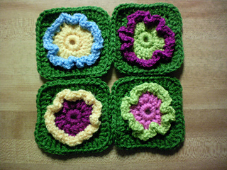 Simple_circle_flowerclue_4_small2