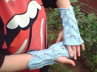 Light_blue_wrist_warmers_small2