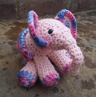 Meimei_crochet_baby_elephant__15__small2