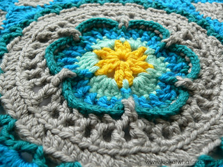 Sophie_s_mandala_central_flower_chris_simon_small2