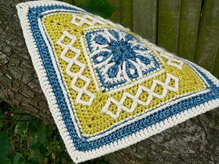 Winter-cottage-crochet-square_small2