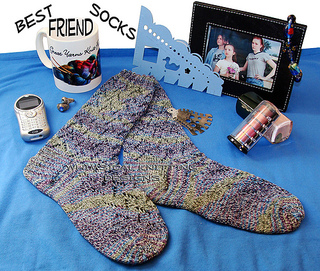 Raverlybestfriendsocks1_small2