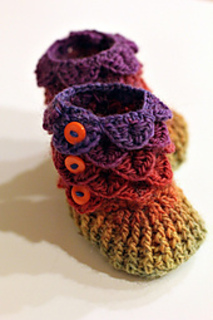 Crocodile_stitch_booties_1_small2