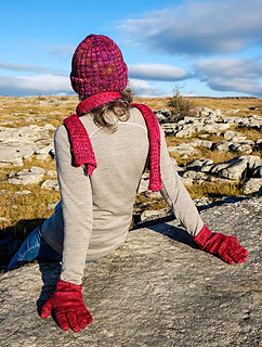Linda_red_hat_scarf_gloves_small2