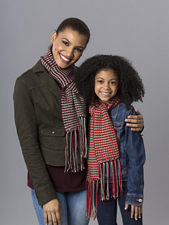 8-10c_hers_and_hers_scarves_00033_small2