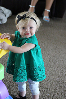 Sommerlyn_in_her_green_heart_dress_small2
