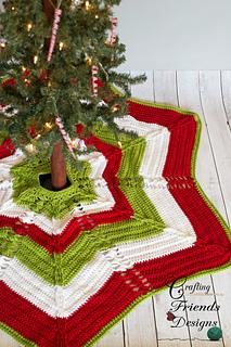 Classic_cable_christmas_tree_skirt_1