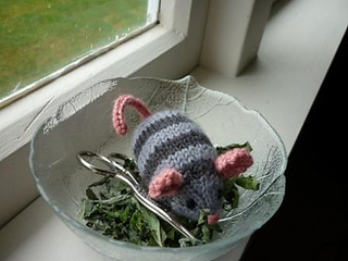 Catnip_mouse_free_pattern_small2