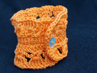 Orange_crochet_bracelet3_small2