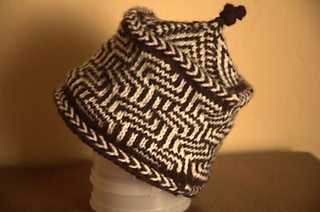 Maze-chevron-hat_small2