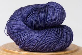 Messa-di-voce-hand-dyed-yarn-deep-purple_small2