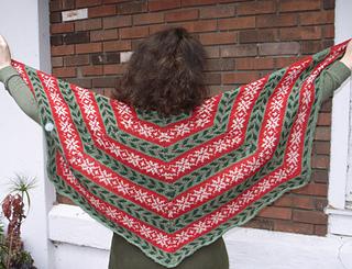 Deck_the_halls_shawl_005_-_copy_small2