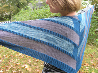 Edit_childs_20111002_westknitsmystershawl_0033_small2