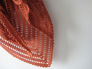 Fanalaine_lydia_shawl_in_rust_small2