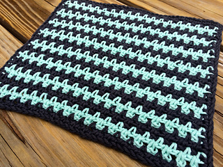Ravelry: Woven/Linen Stitch Dishcloth pattern by Diana Lagas
