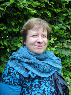 Shawl_beeleafe_finished4_small2