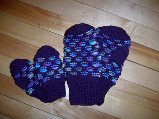 Knitting Pattern For Childs Newfie Mittens : Ravelry: Newfoundland Mittens pattern by Gigi Hooper