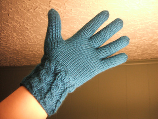 Cabled_left_glove_palm_small2