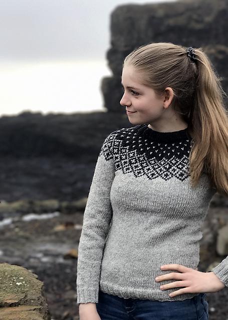 Chandail pour femme tricoté Bohéme Sweater par Randi Hjelm Debe