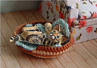 24th_cat_in_basket_small2