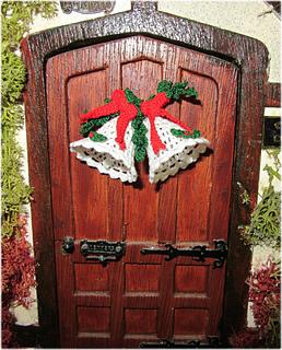 Bells_on_door_2_small2