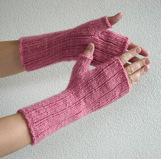 Pinstripe_gloves_1_small2