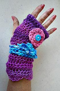 Ravelry: 1109yt- PETUNIA Texting Gloves pattern by Emi ...