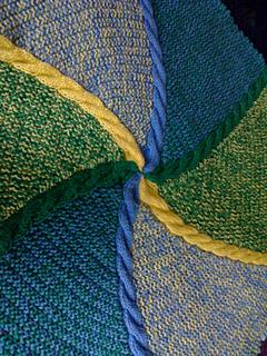 Hexagonal_baby_blanket_closeup_small2