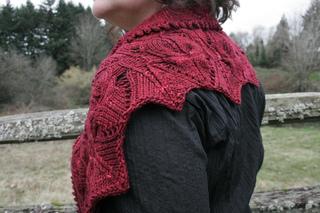 Empress_scarf_shoulder_small2