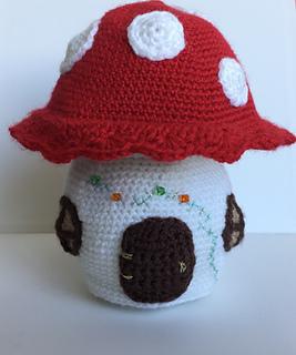 Free Kawaii Amigurumi Pattern : Ravelry: mushroom house pattern by Ingrid Geerings