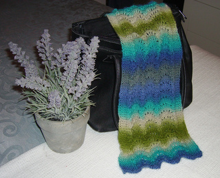 Scallop_scarf_new_colourway1_-_cropped__no_date__left_view_small2