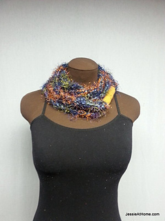 Fuzzy-simple-chain-stitch-necklace_small2