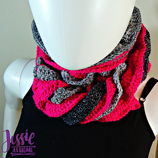 Glitter_and_shine_scarf_free_crochet_pattern_by_jessie_at_home_-_4_small2