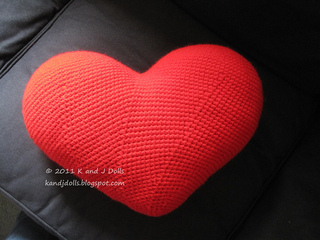 Knitting Pattern Heart Cushion : Ravelry: Heart Cushion pattern by Sayjai Thawornsupacharoen