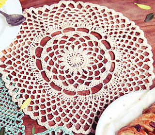 Large_circle_crochet_doily_small2