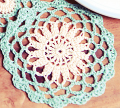 Small_circle_crochet_doily_small