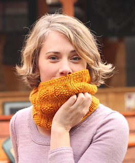 Yellow_brick_road_cowl_by_katherine_leek_small2